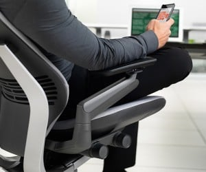 Steelcase Gesture Chair Improves Your Gadget-Using Posture
