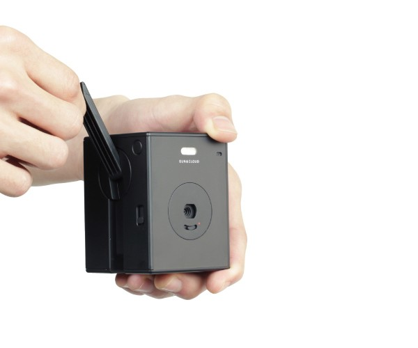 Sun & Cloud Digital Camera Can Be Powered Via Hand Crank: Crank & Shoot