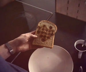 Image Toaster Prints the Latest Images on Your Morning Toast