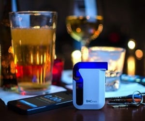 BACtrack Breathalyzer Alerts You if You've Had Too Much to Drink