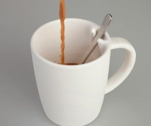 NOTA Coffee Mug Keeps Spoons in Their Place