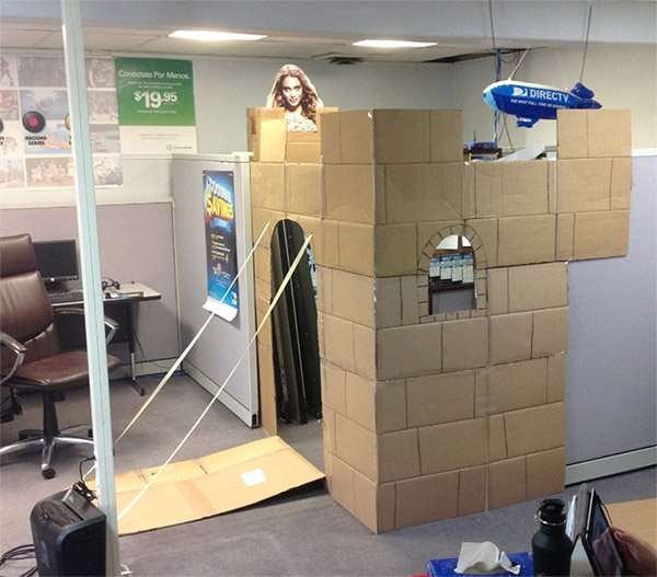 Guy Turns His Cubicle into a Castle, Learns the Princess