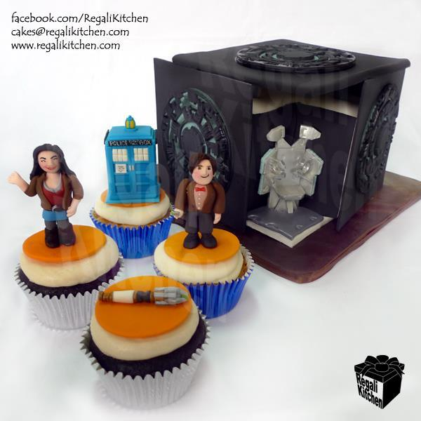 drwhocupcakes1 Doctor Who Cupcakes and Pandorica Cake: World's Sweetest Prison