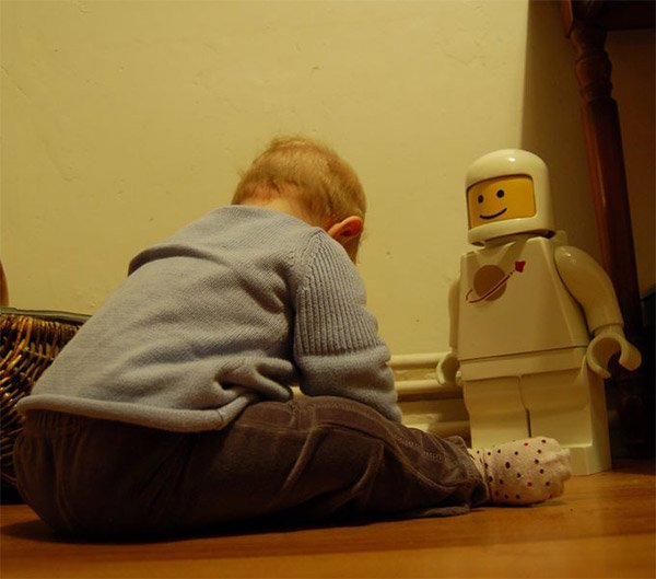 kid_with_giant_minifig
