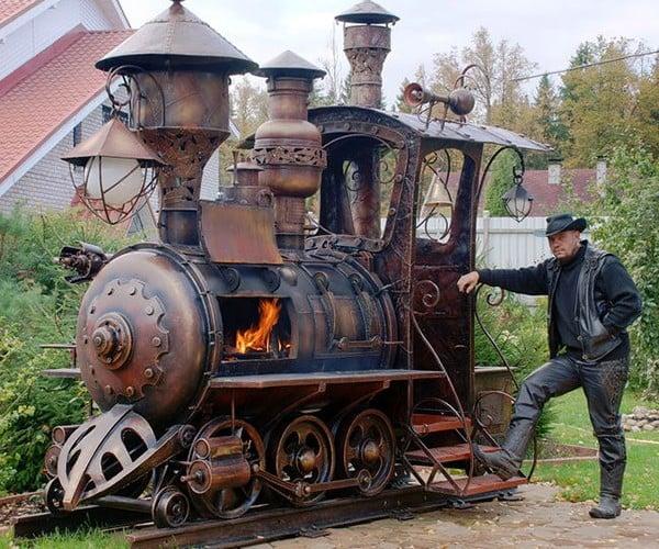 Steampunk Locomotive Barbecue Grill: Chew Chew