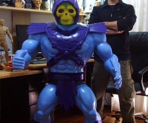 Guy Masters Universe, Builds Giant Skeletor Action Figure Replica