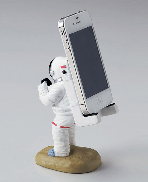 Astronaut Smartphone Stand: I Hope My Screen Don't Break ...