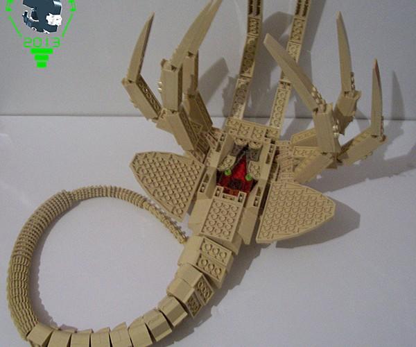 lego-alien-facehugger-by-carlos-valero-3