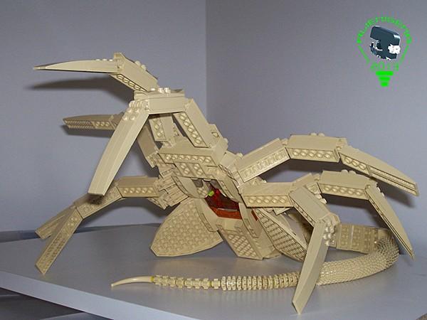 lego-alien-facehugger-by-carlos-valero-4
