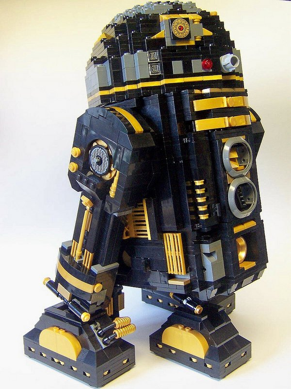 Monsterbrick Custom LEGO R2-D2s: Bleepin' Wild - Technabob