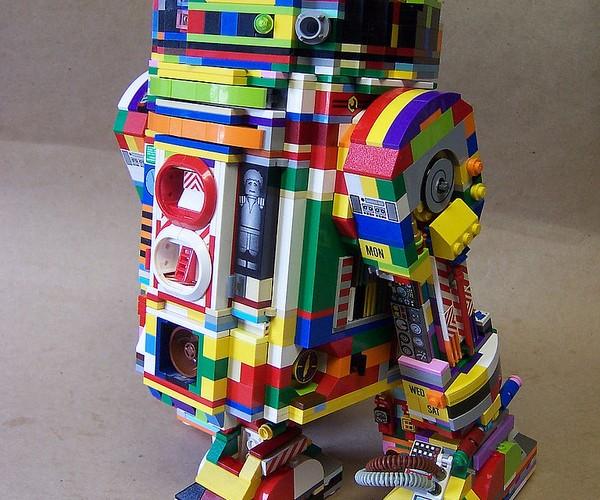Monsterbrick Custom LEGO R2-D2s: Bleepin' Wild