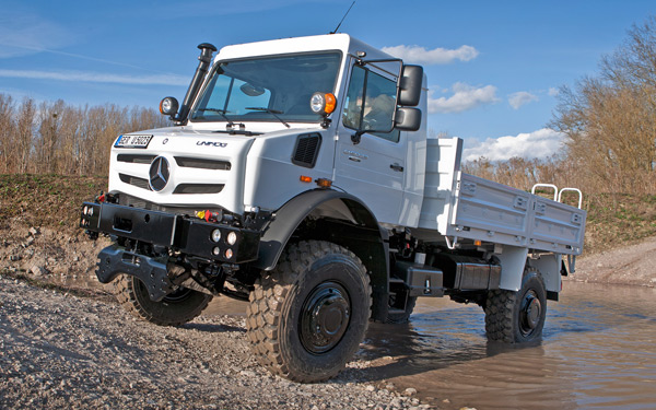 mercedes benz unimog 2014 water photo