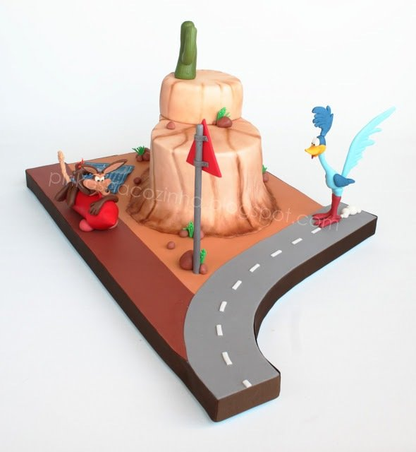 Road Runner and Wile E. Coyote Cake: Beep Beep! Eat Eat!