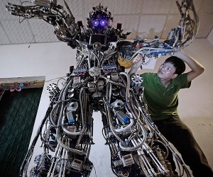 Chinese Inventor Builds Awesome Robot from Scrap Metal