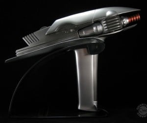 Star Trek: Into Darkness New Collectibles, Blu-Ray Gift Set Comes with Replica Phaser