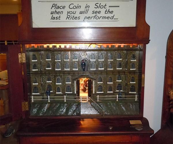 Vintage Execution Arcade Machine: Hangman, Anyone?