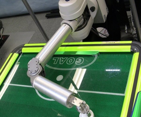 This Robot Will Beat You at Air Hockey