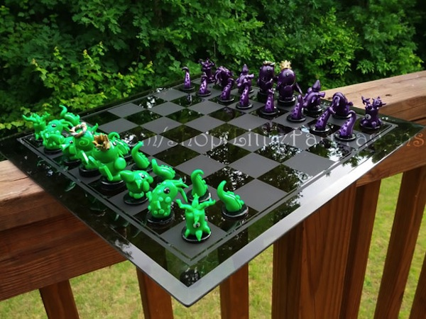 Cthulhu Chess Set: Green Tentacle to King's Rhogog 4, Check!