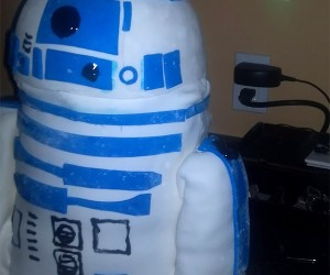 R2-D2 Cake Plays Leia's Holographic Message: Eat Me Obi-Wan Kenobi