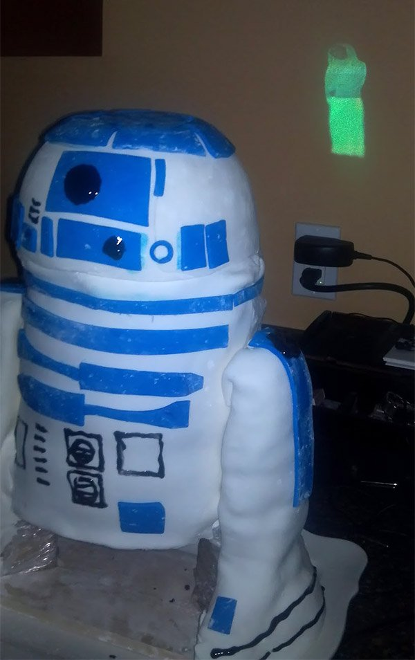 r2_d2_projector_cake