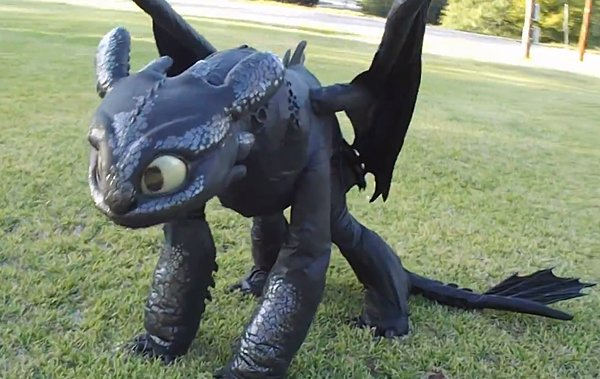 Toothless Cosplay: How to Wear Your Dragon - Technabob