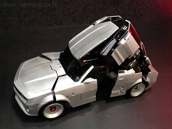 transforming-robot-remote-controlled-car-by-takara-tomy-3