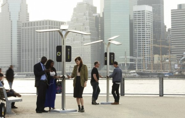 Street Charging Stations Juice up Your Mobile with the Power of the Sun