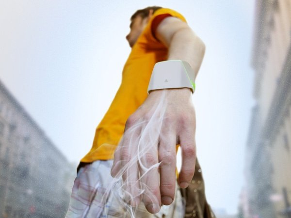Hand Tree is an Air Purifier That You Can Wear