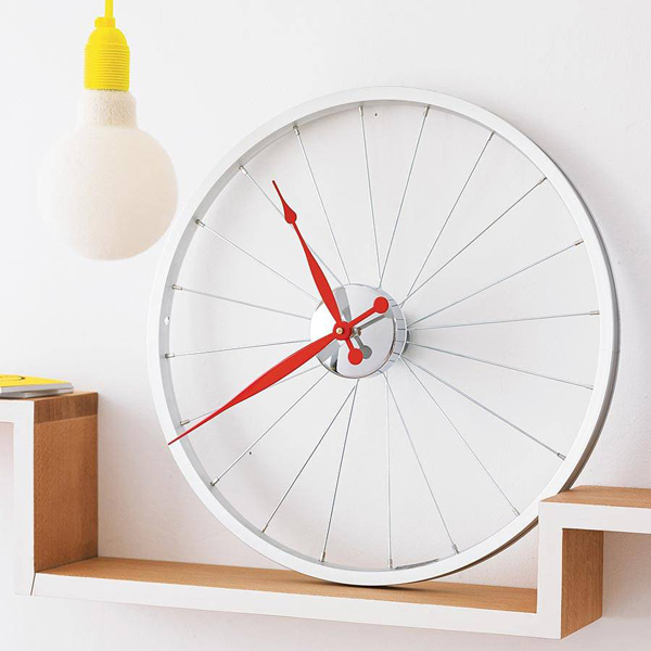 vyconic bike wheel clock red white photo