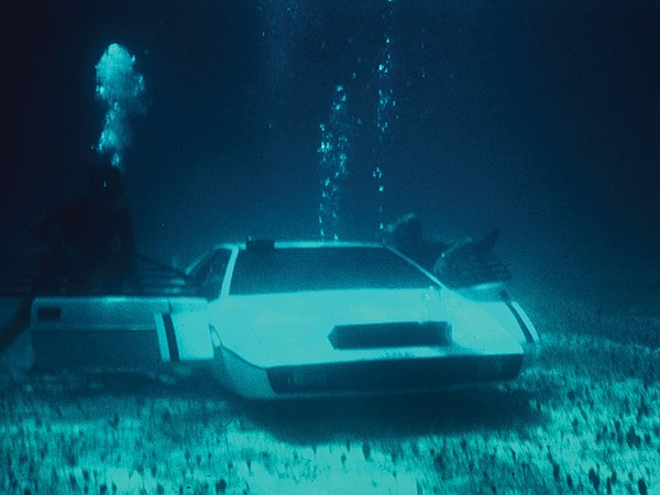james-bond-lotus-esprit-submarine-car-2