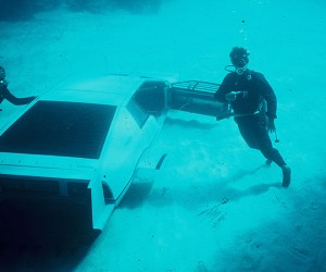 james bond lotus esprit submarine car 3 300x250