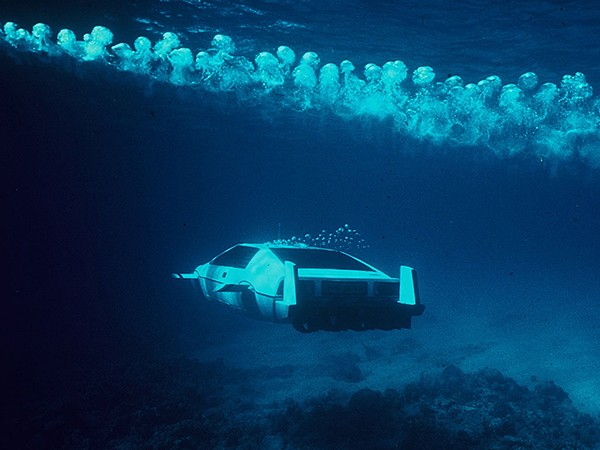james-bond-lotus-esprit-submarine-car-4