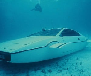 james bond lotus esprit submarine car 5 300x250