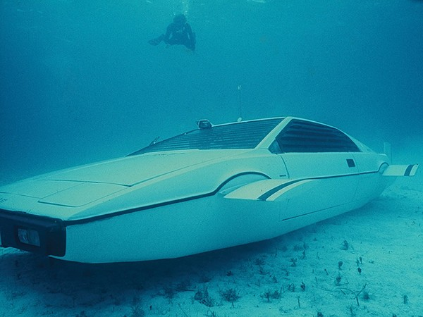 james-bond-lotus-esprit-submarine-car-5