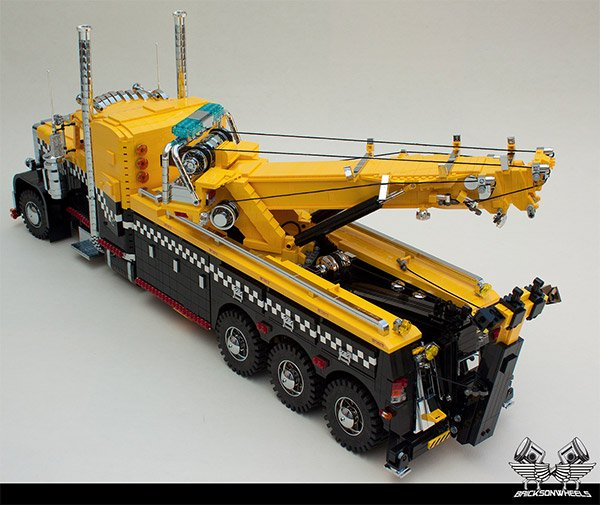 Toy Rotator Tow Truck >> LEGO Peterbilt Tow Truck Probably Could Really Tow LEGO Cars - Technabob