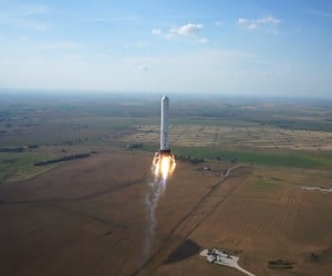SpaceX Grasshopper Reusable Rocket Knows How to Park in Reverse