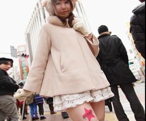 Hot in Tokyo: Thigh-vertising