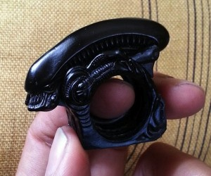Alien Xenomorph Ring Transforms into Brass Knuckles
