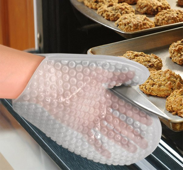 bubble pop oven mitt 1
