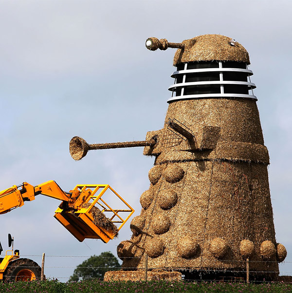giant_straw_dalek