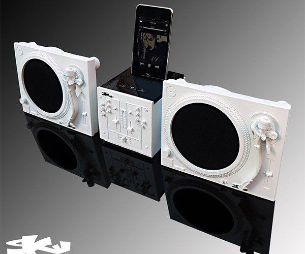 iPhone DJ Dock: Two Turntables and a Smartphone