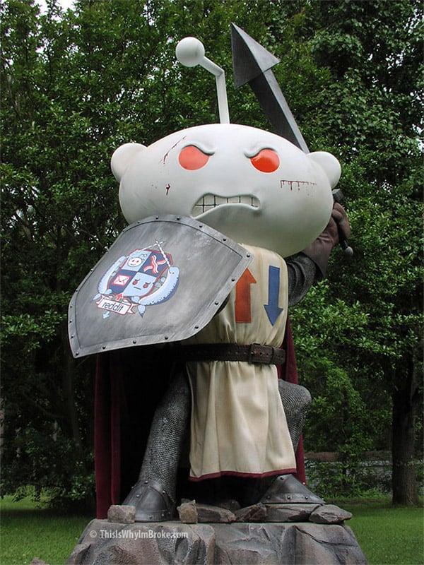 reddit_alien_knight_statue