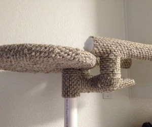 Star Trek Cat Tree: Scratchship Enterclaws