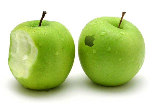 Woman Pays $1,300 for Two iPhones, Gets Two Apples Instead