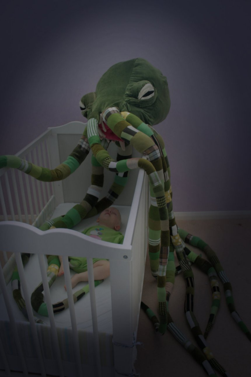 Cool Toy Cars >> Giant Cthulhu Plush Toy: At Least It'll Keep the Boogeyman Away - Technabob