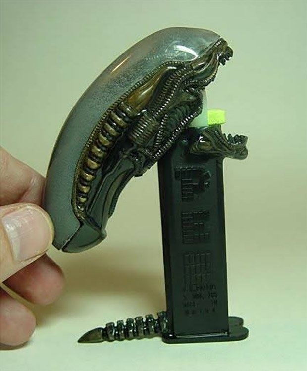 alien pez dispenser 2
