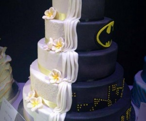 Batman Wedding Cake Has a Secret Identity: Two-Face Cake