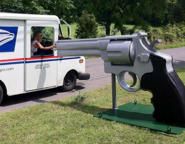 giant_gun_mailbox_1
