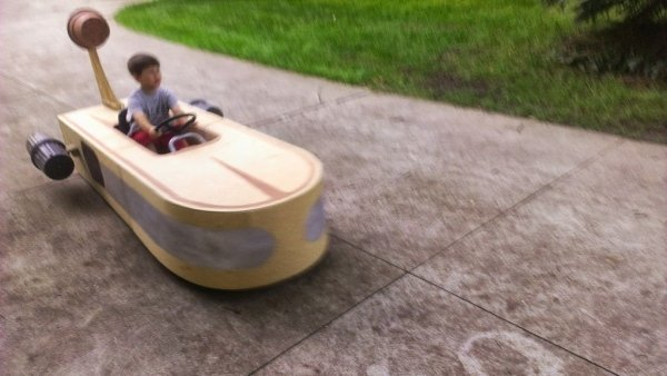 Guy Builds Star Wars X-34 Landspeeder for Son