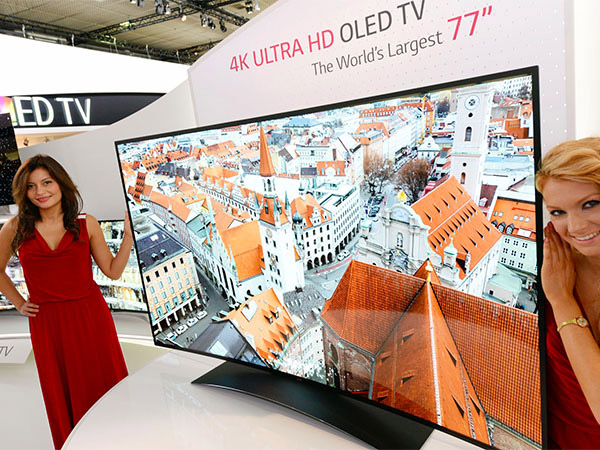 LG 77-inch Curved OLED 4K TV is a Thing of Beauty